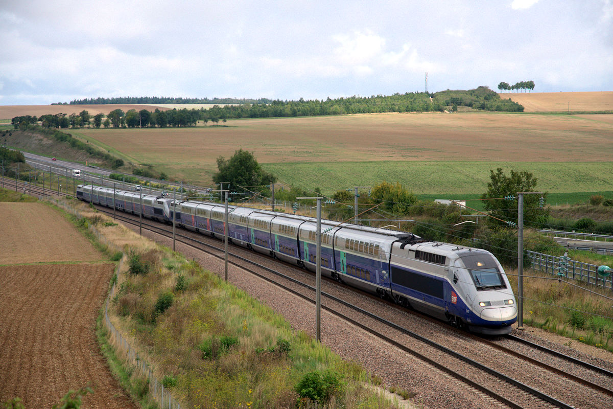 Trains grande vitesse tgv 701 749 760 777 for Renfe barcelona paris